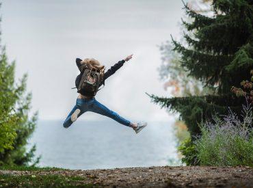 Meisje dat springt